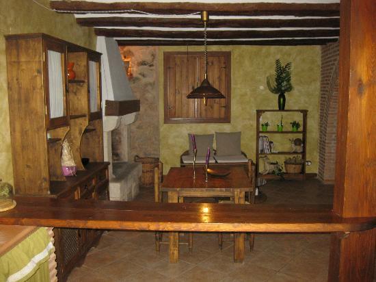 Casa Rural La Carreteria: zona comun,comedor con todos los accesorios