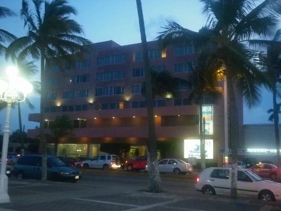 Hostal De Cortes: hotel desde la calle