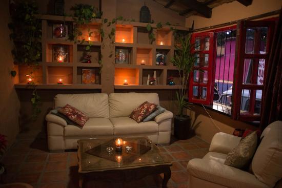 El Piano Rojo: front lounge