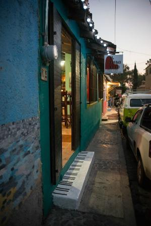 El Piano Rojo: entrance