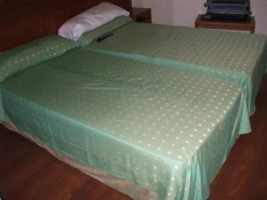 Hotel GIT Conquista de Toledo : camas