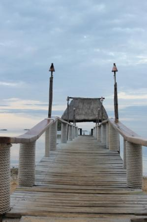 Malolo Island Resort: Dinner on the jetty is fun!