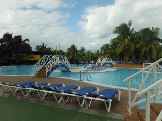 Piscine picture of barcelo solymar arenas blancas resort for Piscine varadero
