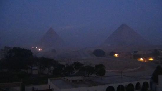 Pyramids View Inn : Pre-dawn over Giza Pyramids