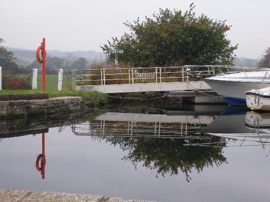 The Turf Locks: canal bridge