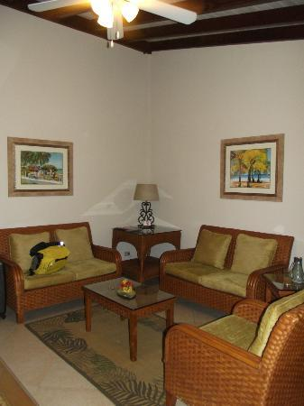 Sugar Cane Club Hotel & Spa: living room