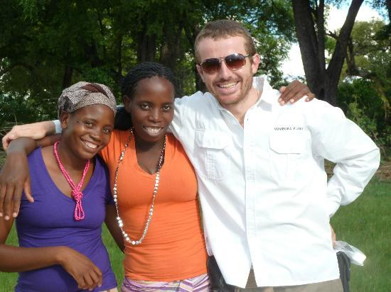 Wilderness Safaris Vumbura Plains Camp: Lodge manager Nick and some of the ladies