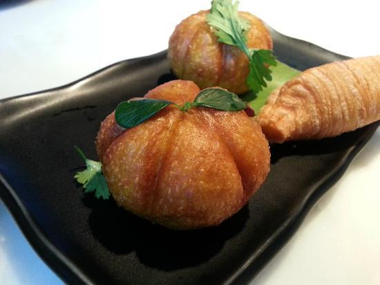 Hakkasan : pumpkin dumplings