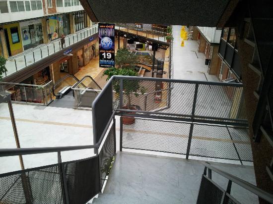 Hotel Exe Area Central: Escaleras Hacia el Primer Piso donde esta el Comedor.