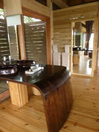 Wilderness Safaris Vumbura Plains Camp: Honeymoon Suite