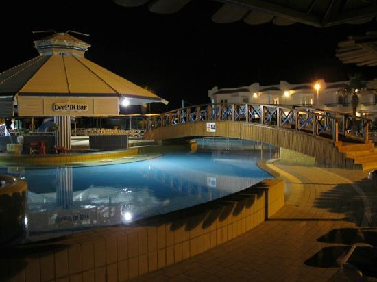 Dreams Beach Resort: Pool Bar