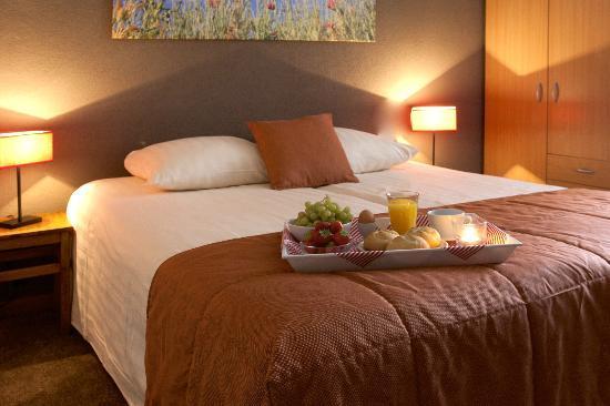 Hotel Slaapkamer Maken : Gezellige slaapkamer - Foto van Hotel ...
