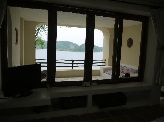 WorldMark Zihuatanejo: The covered deck in #305 it is adjacent to the lobby and concierge desk.