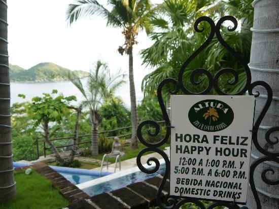 WorldMark Zihuatanejo: The happy hours are a great way to meet new friends.