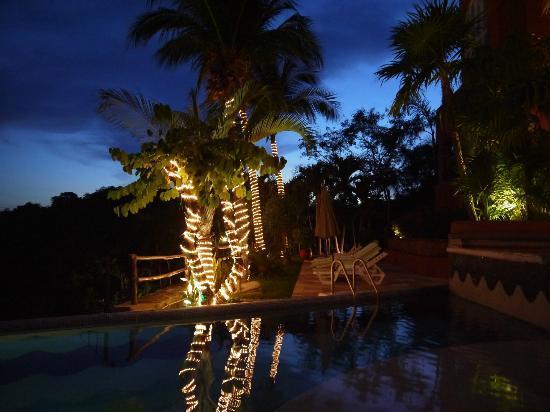 WorldMark Zihuatanejo: Relaxing in the evening.