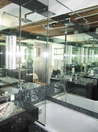 Hotel de la Place des Vosges : camera 41 (doppia) il bagno a specchi!