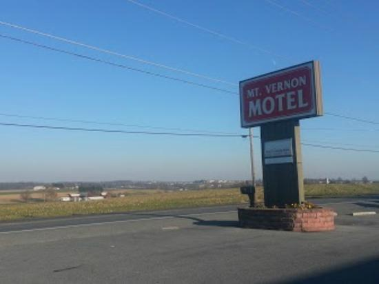 Mt Vernon Motel: View across highway 72