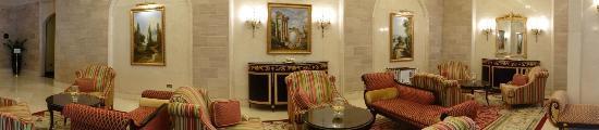 Movenpick Hotel Al Aziziyah Doha: The lobby