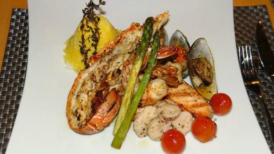 Movenpick Hotel Al Aziziyah Doha: Seafood  with asparagus -Blue Restaurant