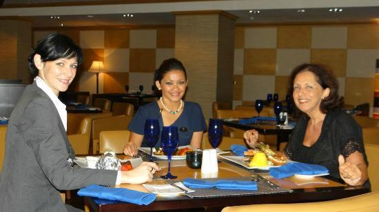 Movenpick Hotel Al Aziziyah Doha: Dining at the Blue Restaurant