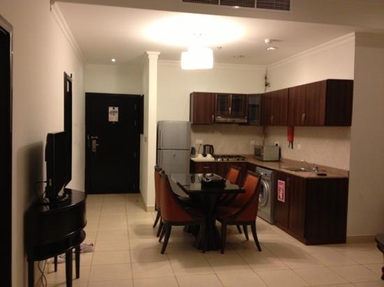 Corp Executive Hotel Doha Suites: المطبخ