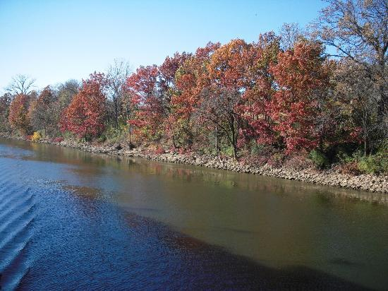 General Jackson Showboat : fall colors