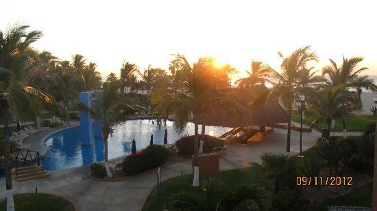 Holiday Inn Resort Los Cabos All-Inclusive: third floor sunrise