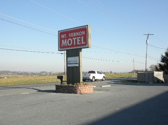 Mt Vernon Motel: View from the parking lot