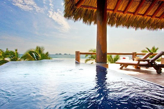 Las Palmas Beachfront Villas: Luxury Suite Pool