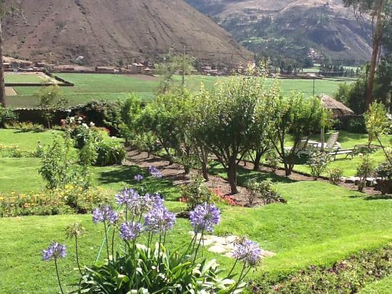 La Casa Del Conde: Entrance & gardens