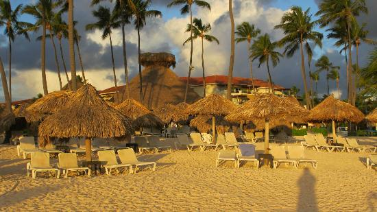 Now Larimar Punta Cana: Grilling on the beach