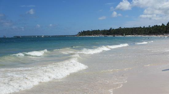 Now Larimar Punta Cana: Miles of beach