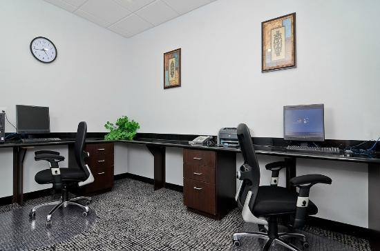 Quality Inn & Suites Bryan: Business Center