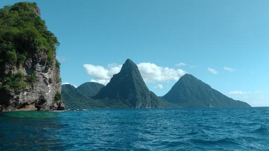 Bay Gardens Beach Resort: Pitons seen from Catamaran