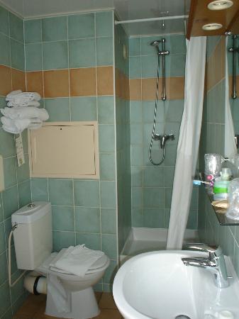 Campanile Paris 14 - Maine Montparnasse: Small Bathroom