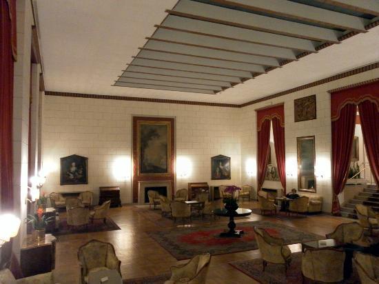 Quirinale Hotel: Sala con camino