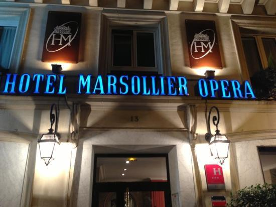 Hotel Louvre Marsollier Opera: 正面からの写真です。