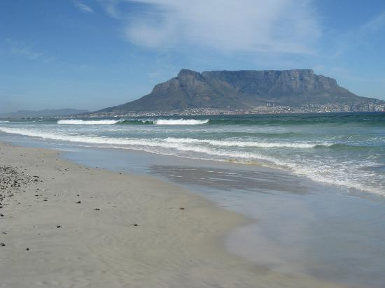 Atlantic Breeze: Table mountain from sunset beach round the corner