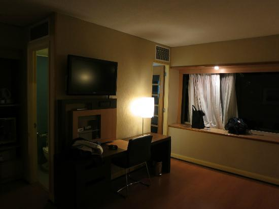 Novotel Santiago Vitacura: the room - pretty good size