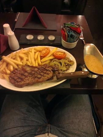 The Isles Inn Pub & Hotel: Lovely steak cooked by someone who knows how to treat a piece of meat with respect