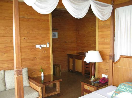 Fihalhohi Island Resort: water bungalow