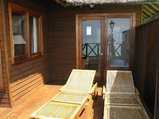 Fihalhohi Island Resort: decking area