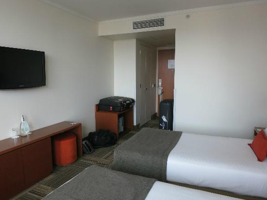 Best Western Premier Marina Las Condes: the room- good air con too