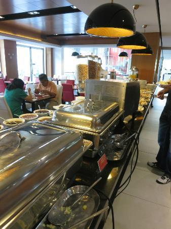 BEST WESTERN PREMIER Marina Las Condes: breakfast buffet - nice!