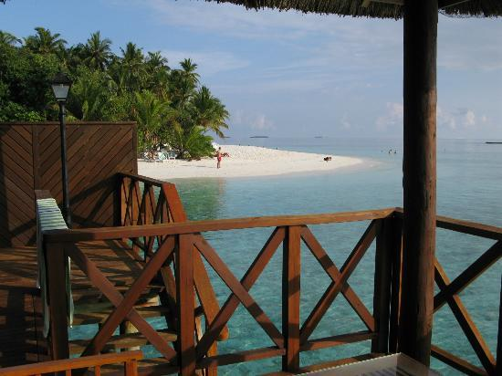Fihalhohi Island Resort: fantastic view to wake up to !