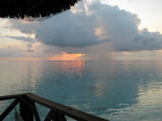 Fihalhohi Island Resort: view at sunset