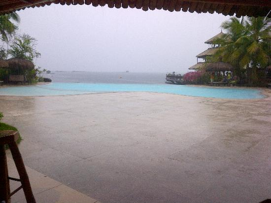 Pearl Farm Beach Resort: Infinity Pool
