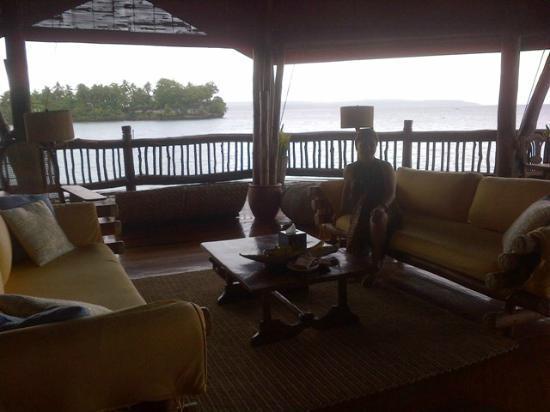 เพิร์ล ฟาร์ม บีช รีสอร์ท: Malipano Villa Living/Dining Area