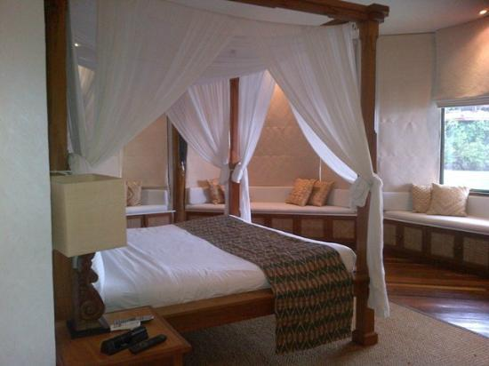 Pearl Farm Beach Resort: Malipano Villa - Master's Bedroom