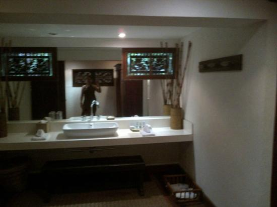 Pearl Farm Beach Resort: Malipano Villa - Shared Bathroom